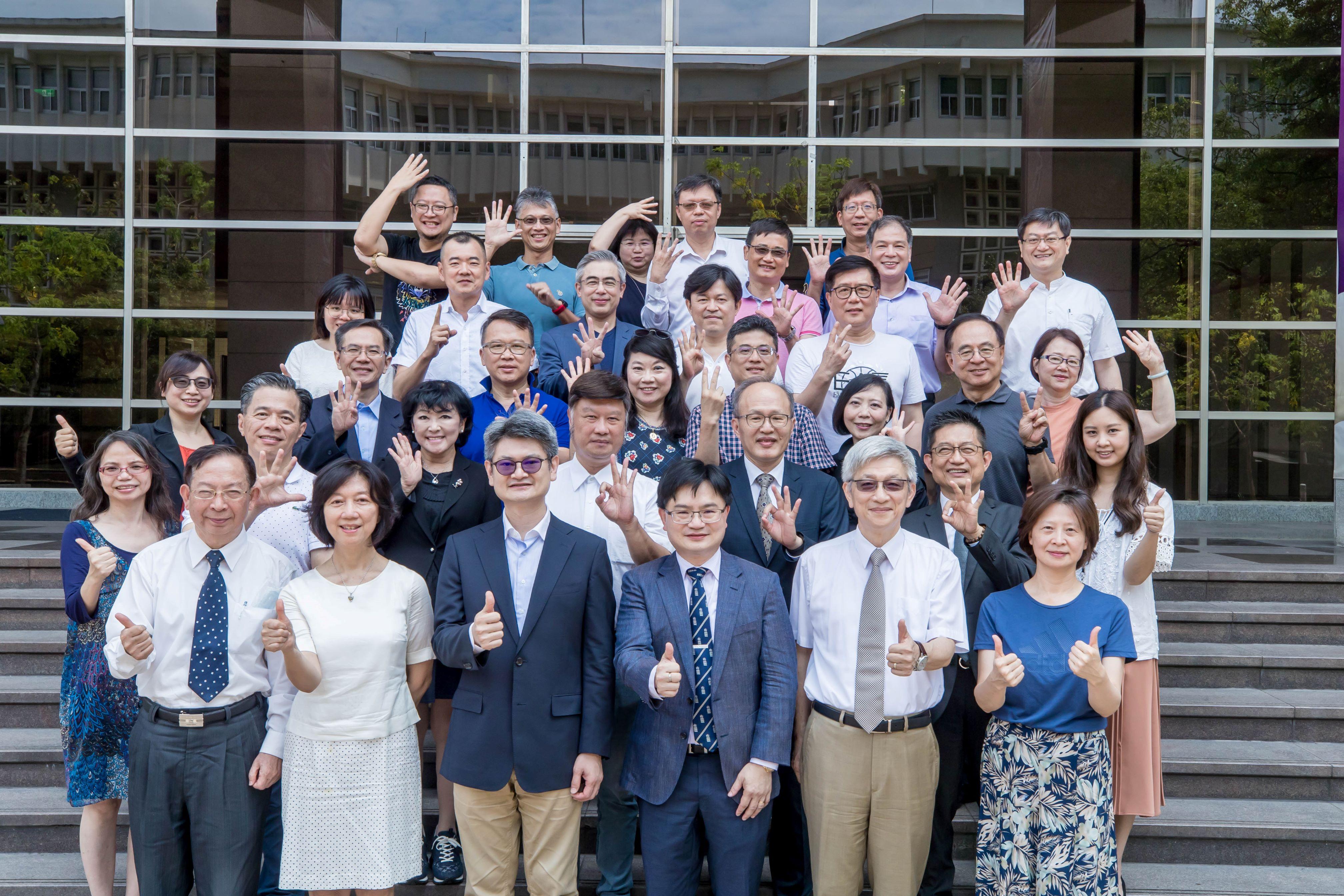政大商學院第三屆DBA論文研究發表營圓滿成功,打造師生共學、跨域成長的優質學習環境。
